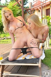 Kayla Green And Victoria Summers: Lesbian Lickers 09