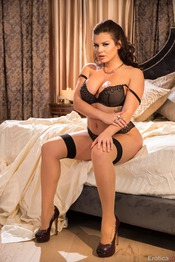 Curvy Brunette Keisha Grey In Stockings 01