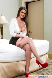 MILF Brooklyn Chase 01