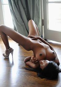 Sexy Ebony Babe Courtney Foxxx Posing Naked