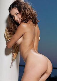 Hot Girl Eleva Shows Pussy