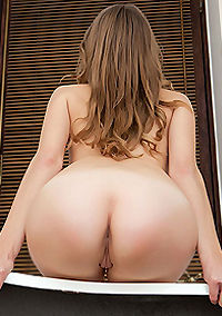 Brunette Teen Has Round Ass
