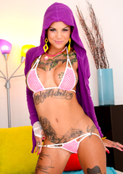 Bonnie Rotten Pussy Spreading