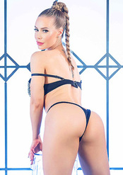 Nicole Aniston Gets Naked